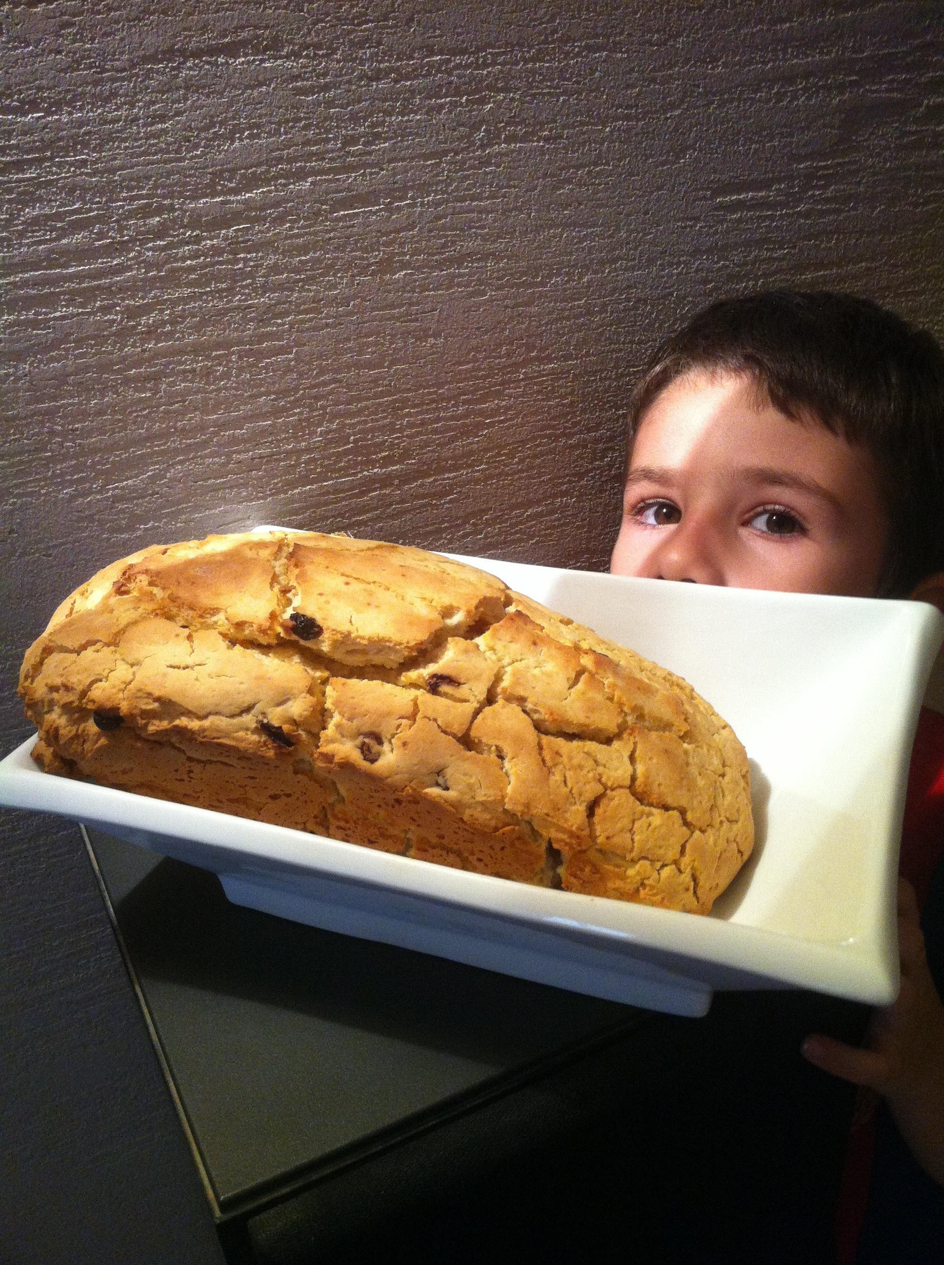 לחם רוויון עם צימוקים