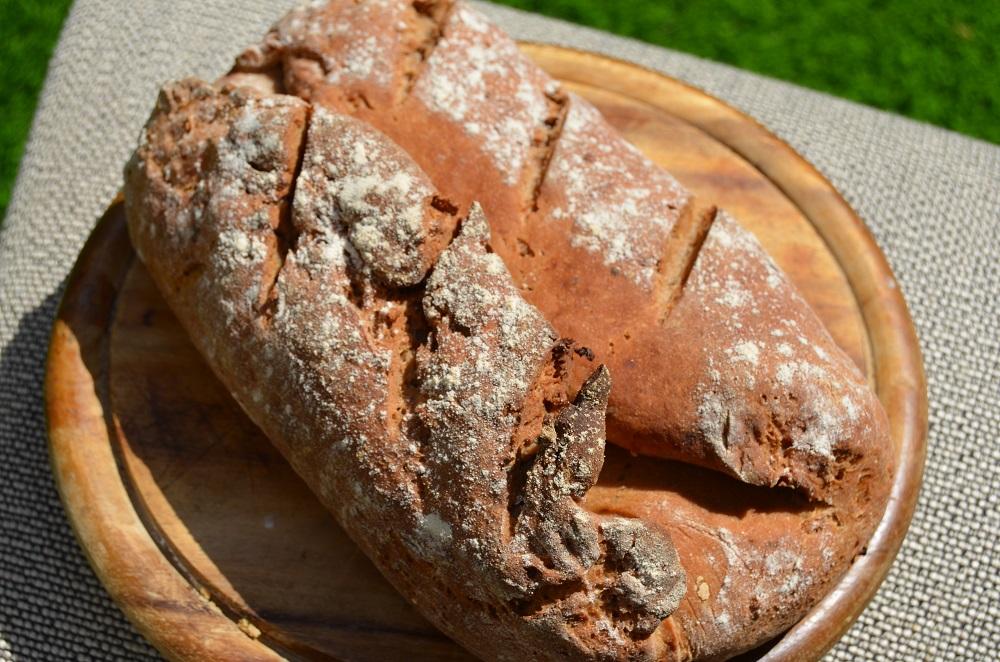 לחם טף כפרי עם אגוזי מלך