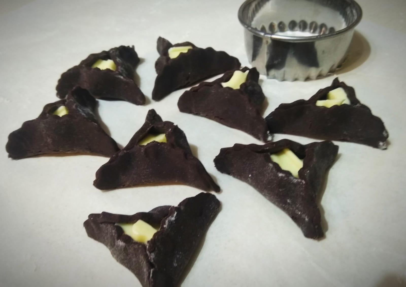 אזני המן קקאו שוקולדיים במלית שוקולד לבן